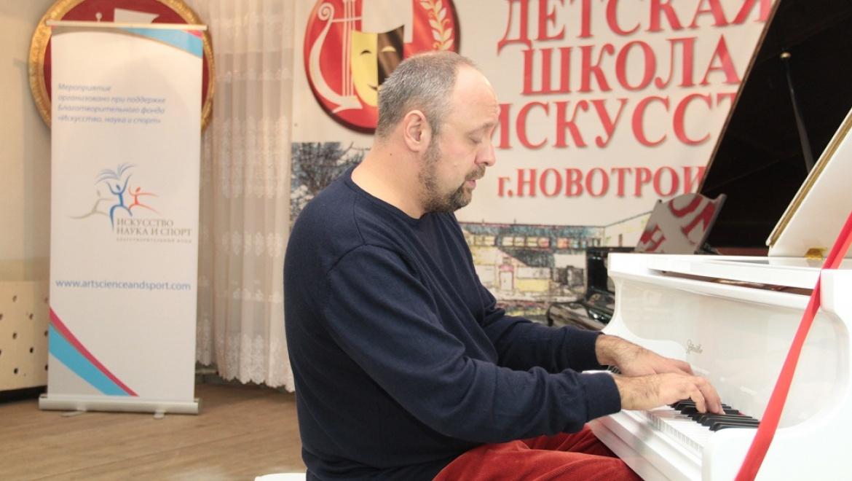 В Орске и Новотроицке прошли мастер-классы знаменитого российского пианиста Александра Гиндина