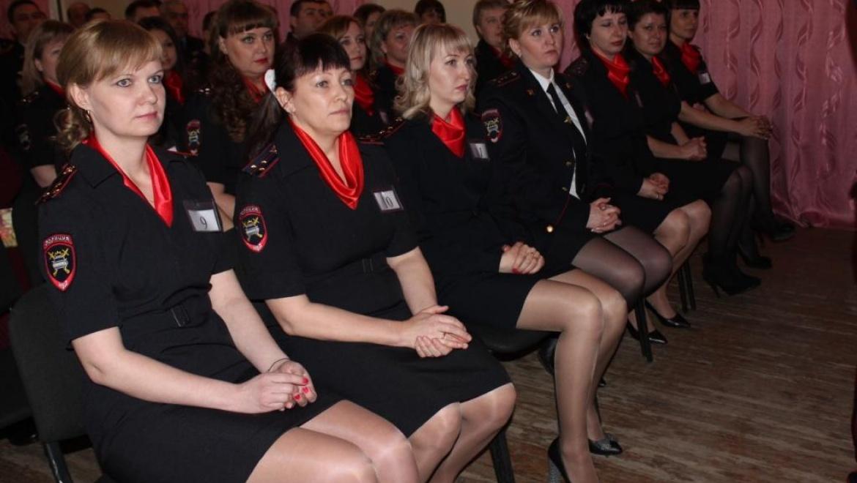 Сотрудницы ГИБДД на страже закона
