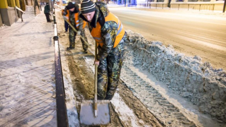 Предстоящей ночью на дорогах Казани будет работать 271 единица спецтехники