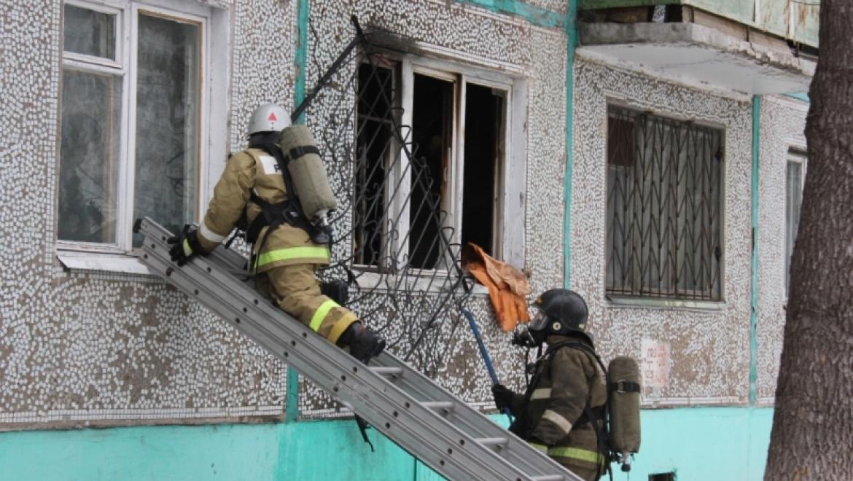 На ул. Космической загорелась квартира, часть жильцов эвакуированы
