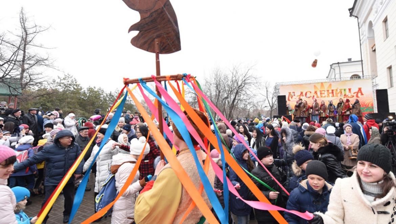 Традиционные масленичные гуляния прошли в центре Казани