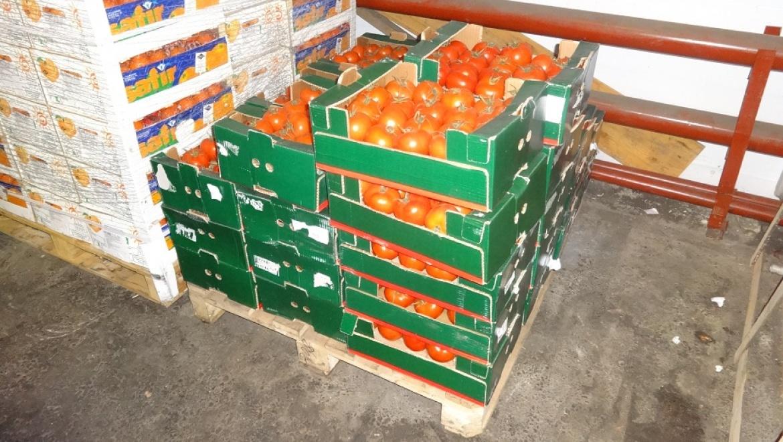 В Оренбурге уничтожено 33 ящика турецких томатов