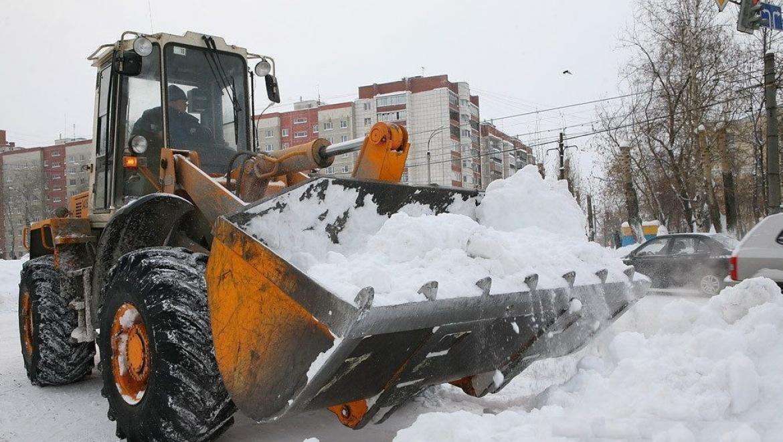 В Оренбурге продолжается уборка снега
