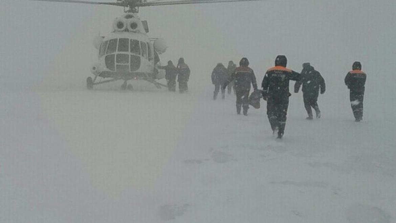 Вертолетом МЧС эвакуировано 9 человек из снежного заноса