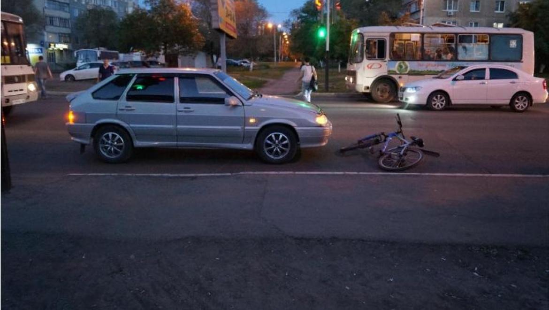 Подросток-велосипедист пренебрег правилами и попал под колеса