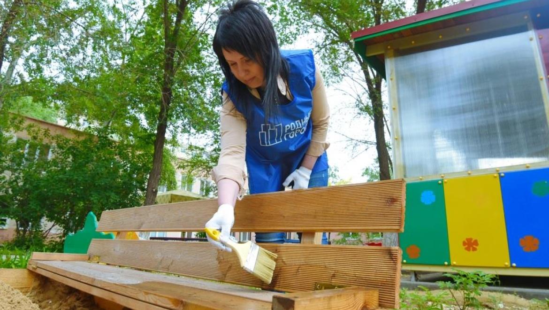 Волонтеры «Газпромнефть-Оренбурга» привели в порядок территорию дома ребенка