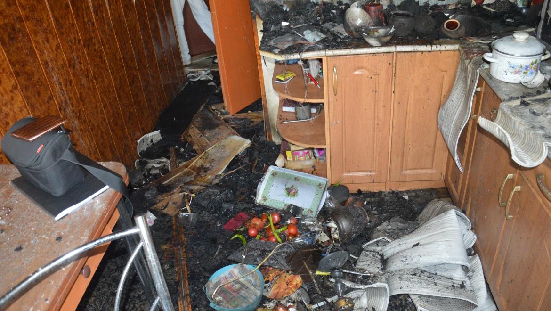 Пожар на ул. Просторной: огнеборцы спасли мать с двумя детьми