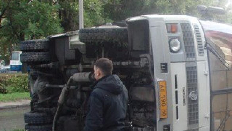 Маршрутный автобус спассажирами перевернулся вОренбурге после столкновении с«Газелью»