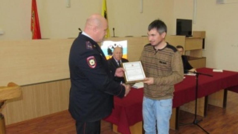 Управление МВД поощрило оренбуржца за содействие в задержании опасного преступника