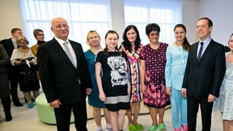 Дмитрий Медведев осмотрел новый Оренбургский областной перинатальный центр