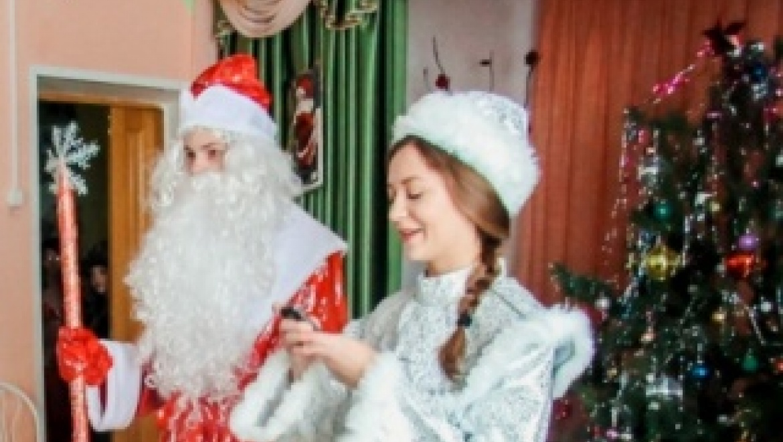 Полицейские МОМВД России «Абдулинский» приняли участие в акции «Полицейский Дед Мороз»