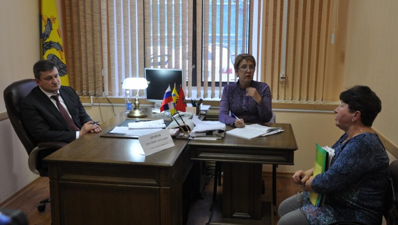 Глава Оренбурга Евгений Арапов накануне провел личный прием граждан
