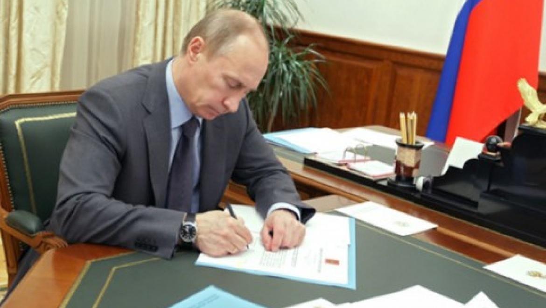 Президент России Владимир Путин поощрил оренбуржцев за заслуги в здравоохранении