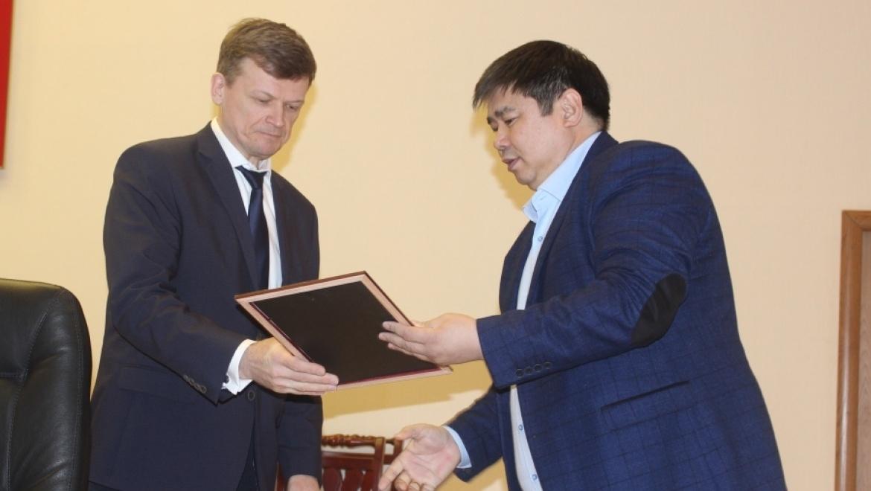 Оренбургских полицейских поблагодарил Почетный Консул Кыргызкий Республики