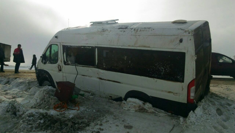 В Шарлыкском районе перевернулся пассажирский автобус