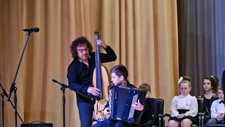 Денис Мацуев презентовал рояль в селе Октябрьское Оренбургской области