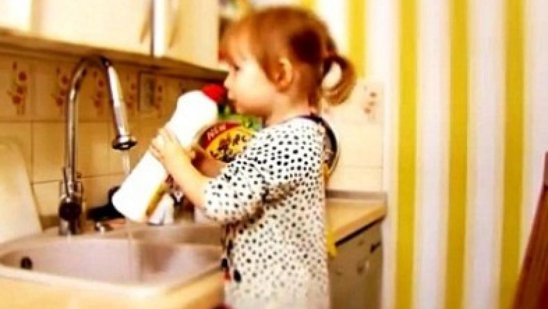 Годовалая девочка отравилась чистящим средством