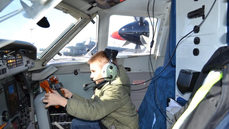 Дети побывали в роли авиапассажиров