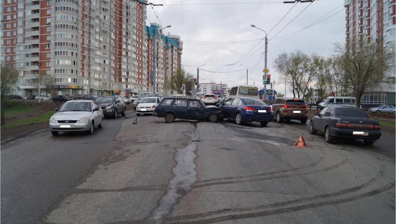 Тройное ДТП на проспекте Победы