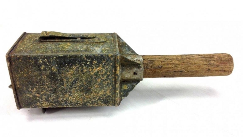 Обнаружил гранаты Первой мировой в своем сарае
