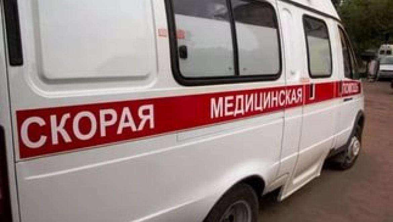 Работники  скорой волокли пациента кмашине, после этого  онскончался в клинике