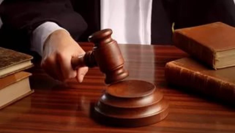 Мужчина угрожал судье топором и получил реальный срок