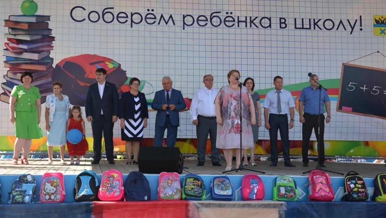 """30 первоклашек получили портфели от акции """"Соберем ребенка в школу"""""""