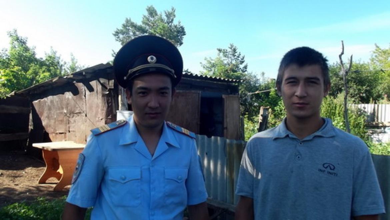 Полицейский спас мужчину из горящего дома