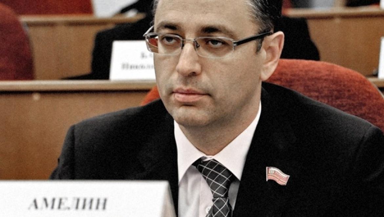 Депутат Максим Амелин требует провести проверку по реконструкции набережной Урала