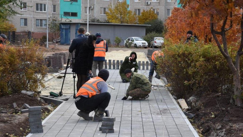 Оренбургские журналисты на время сменили профессию и приняли участие в процессе благоустройства
