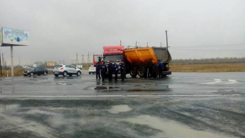 """На трассе Оренбург-Орск легковушка столкнулась со """"Сканией"""", есть погибшие"""