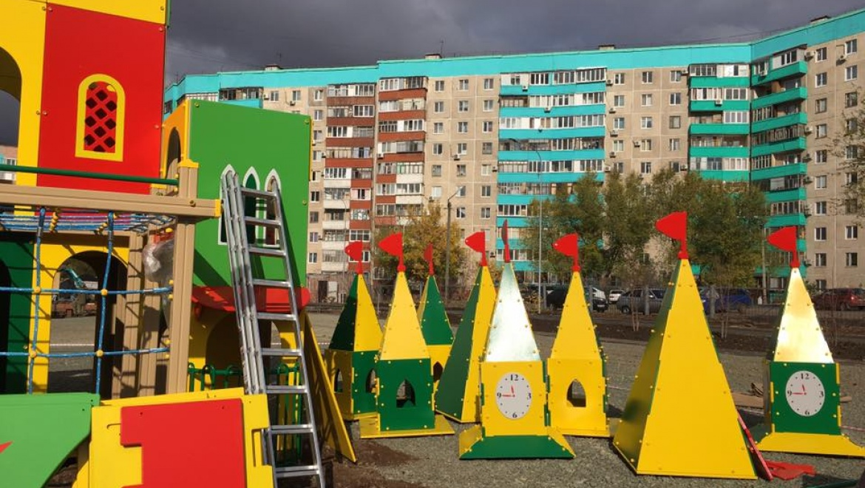 На самом большом дворе Оренбурга возводят сказочный город