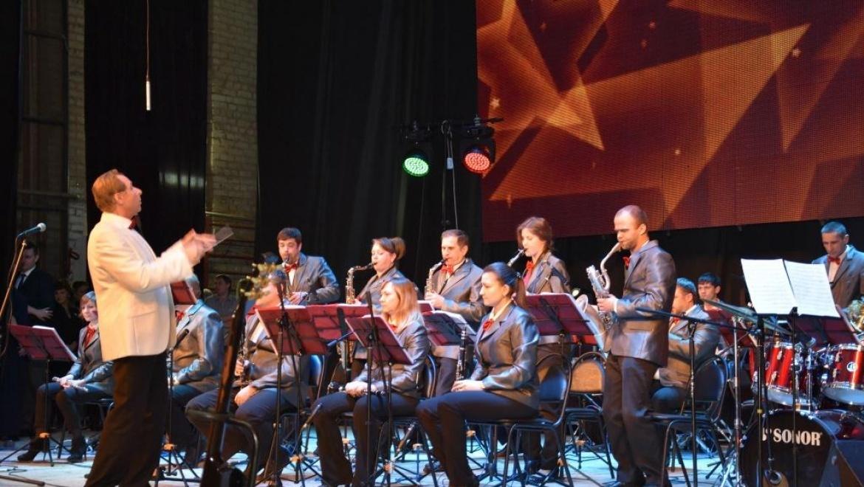 Сотни оренбуржцев пришли на джаз-фестиваль