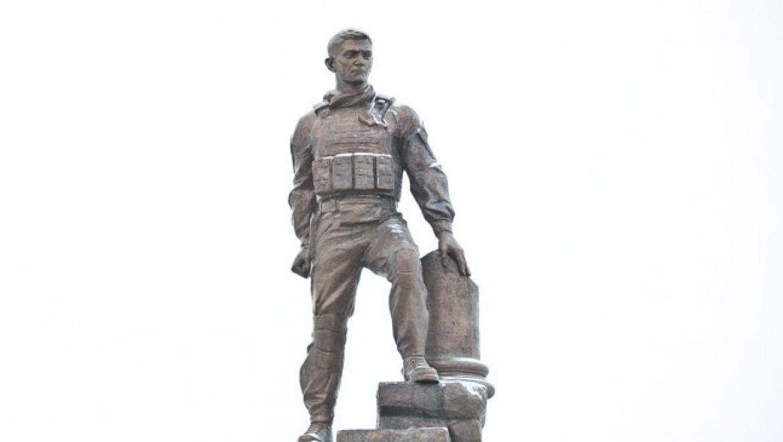 В Оренбурге открыли памятник Герою России Александру Прохоренко
