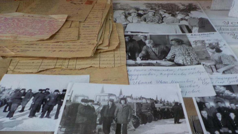 """В сельской библиотеке открылась мини-музейная экспозиция """"Село и люди"""""""
