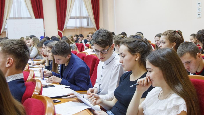 Более 200 оренбуржцев написали географический диктант