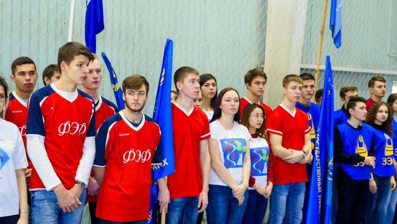 Студентам и преподавателям вручили значки ГТО