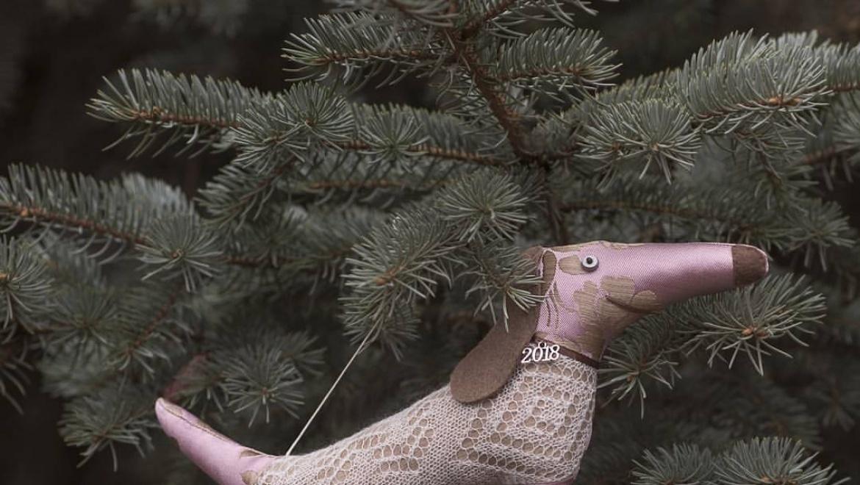 Пуховая новогодняя елка ждет гостей