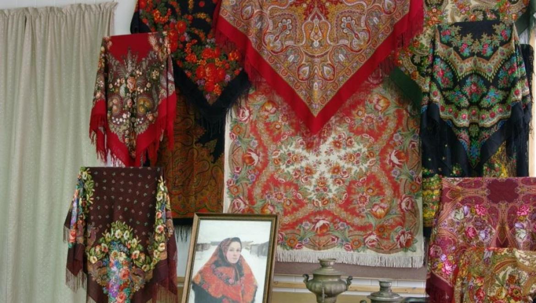 Яркая и зрелищная выставка открылась в Галерее «Оренбургский пуховый платок»