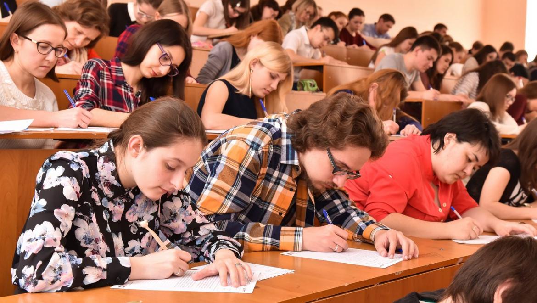 Текст диктанта будет читать Светлана Губернская