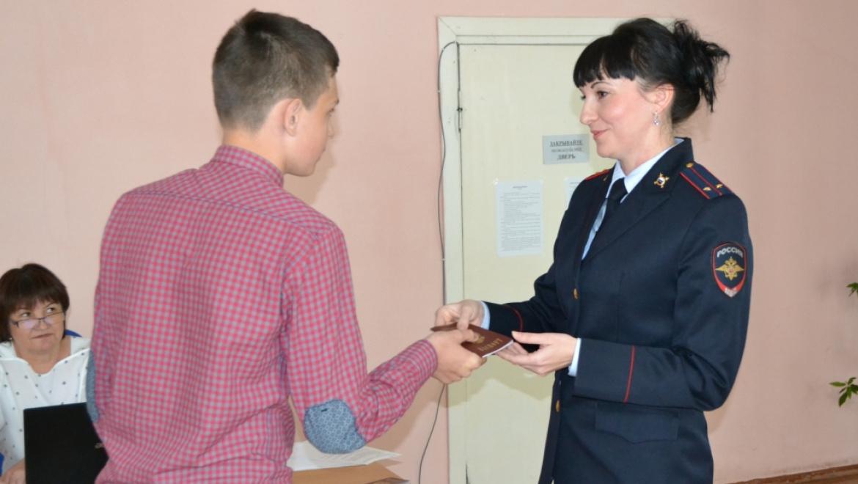 В Гайском городском округе состоялось торжественное вручение паспортов Российской Федерации