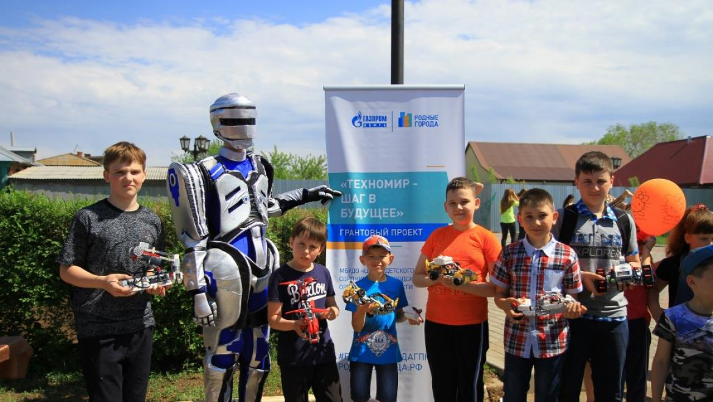 «Родные города» в Оренбуржье: сорочинские дети осваивают робототехнику