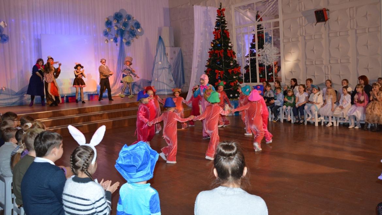 Малышам 17-го округа Оренбурга подарили сказку