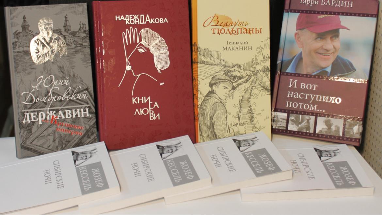 «Книгой недели» назвала «Литературная газета» сборник рассказов Геннадия Маканина