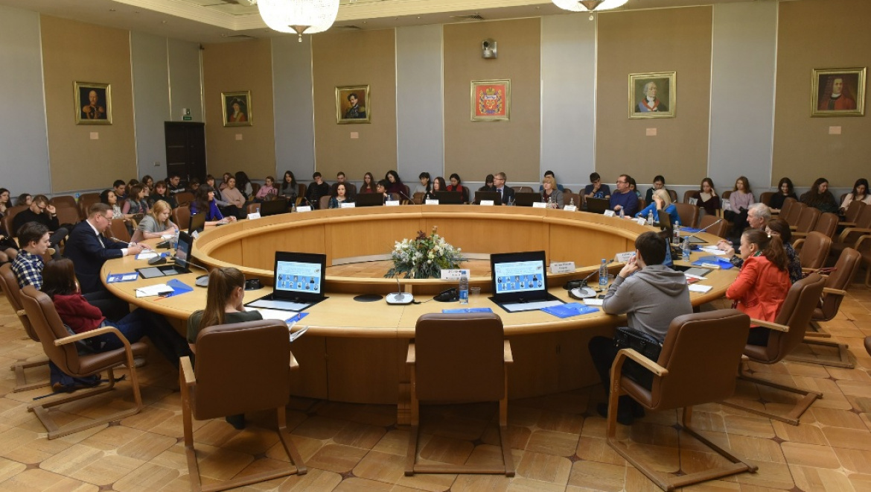 Оценка молодежи общей истории России и Казахстана