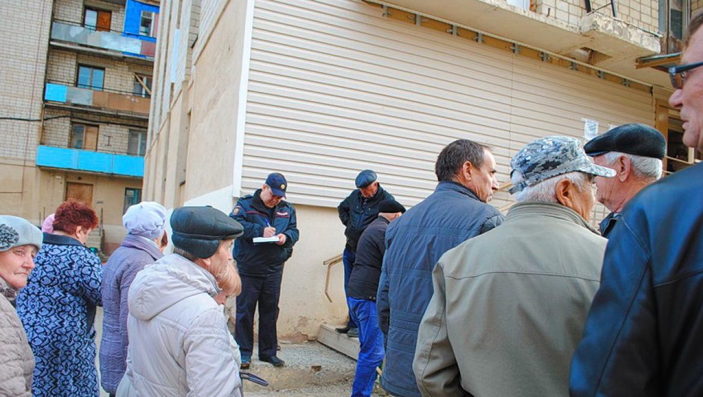 Сотрудники полиции принимают участие в общем собрании огородников-любителей