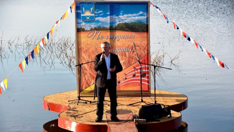 Глава Оренбургского района обещал выйти на сцену с гитарой