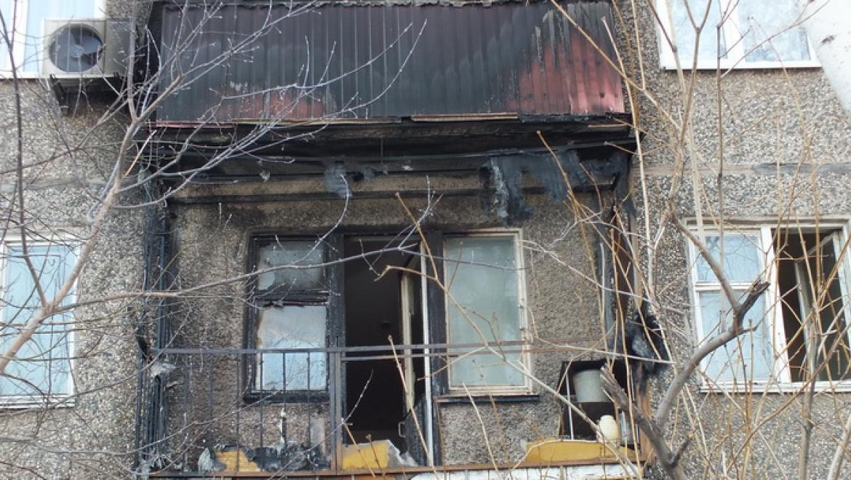 Сотрудники полиции уголовного розыска потушили огонь на балконе