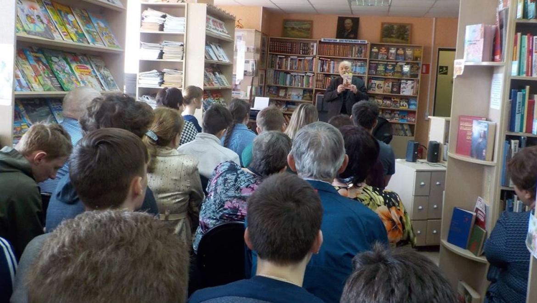 Павел Рыков представил сельчанам новую книгу «Скоморошины»