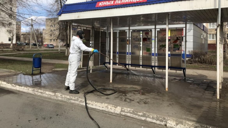 В Оренбурге дезинфицируют остановочные павильоны